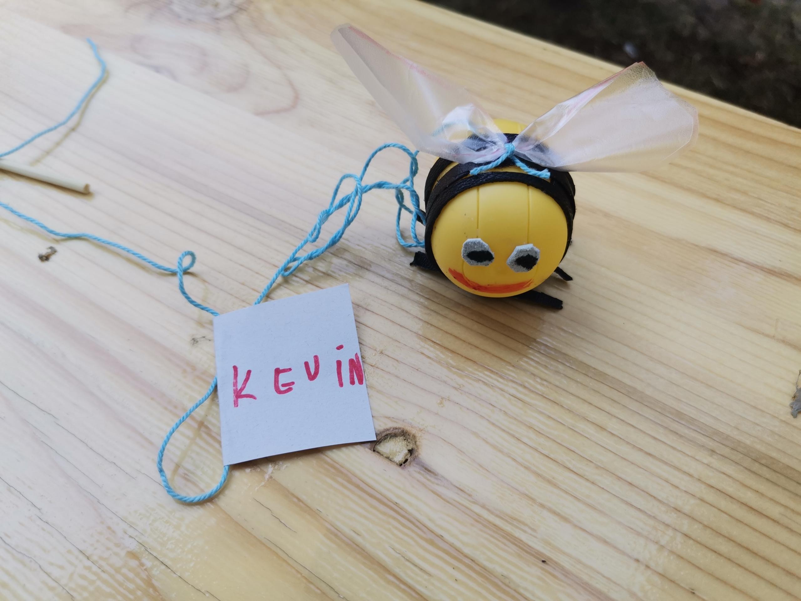 Kinder tojásból gyártottak méhecskét a józsefvárosi gyerekek